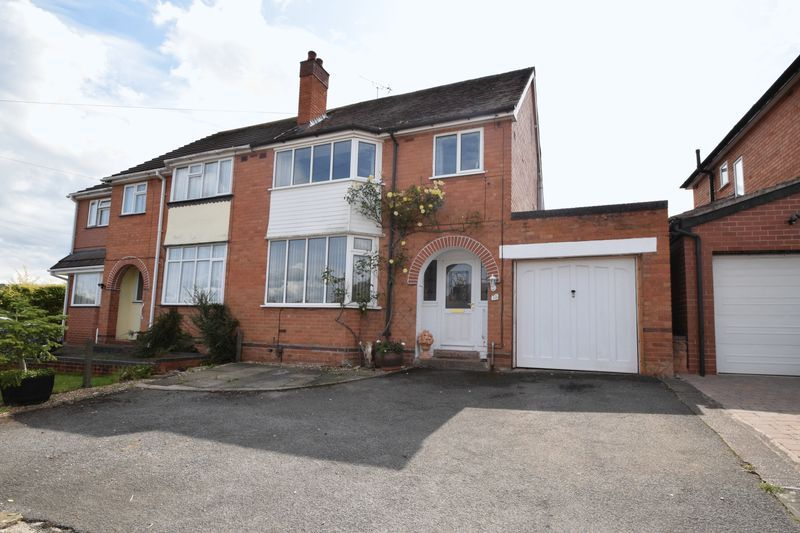 3 bed house for sale in Vicarage Crescent 1