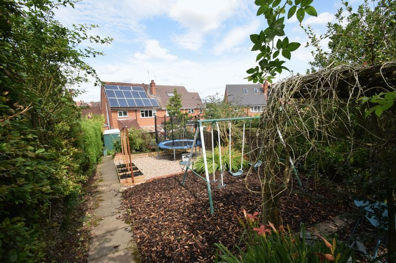 3 bed house for sale in Vicarage Crescent  - Property Image 16