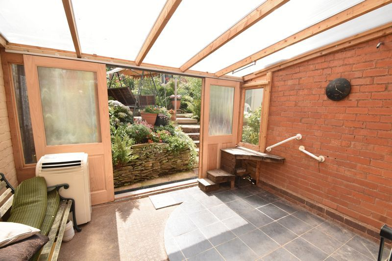 3 bed house for sale in Vicarage Crescent  - Property Image 5