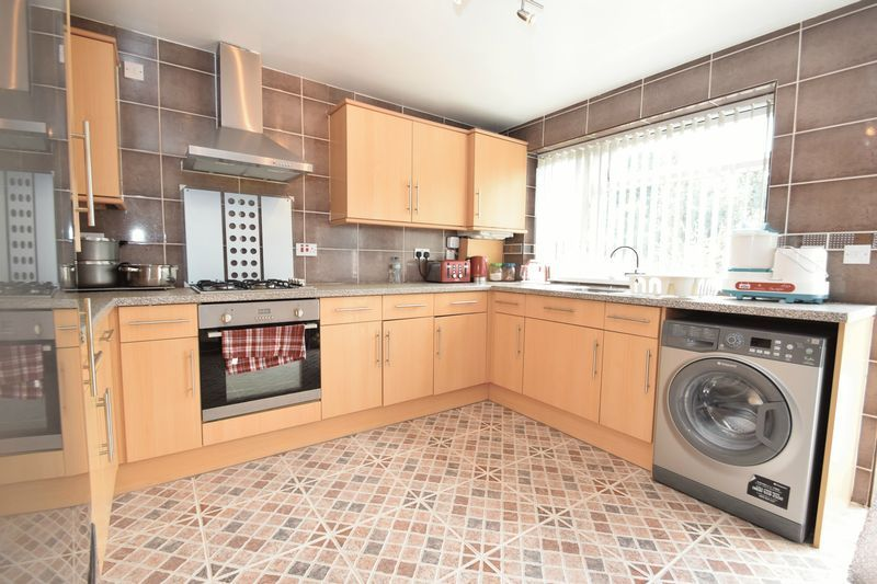 3 bed house for sale in Cemetery Road  - Property Image 2