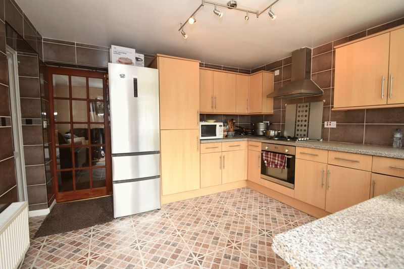 3 bed house for sale in Cemetery Road  - Property Image 3