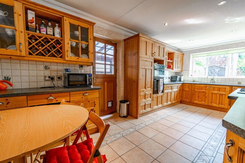 4 bed house for sale in Hanbury Road  - Property Image 5