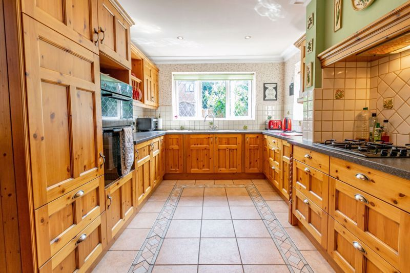 4 bed house for sale in Hanbury Road 6