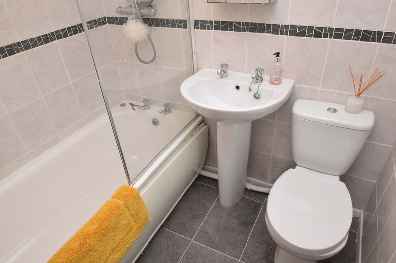 2 bed house for sale in Throckmorton Road  - Property Image 11