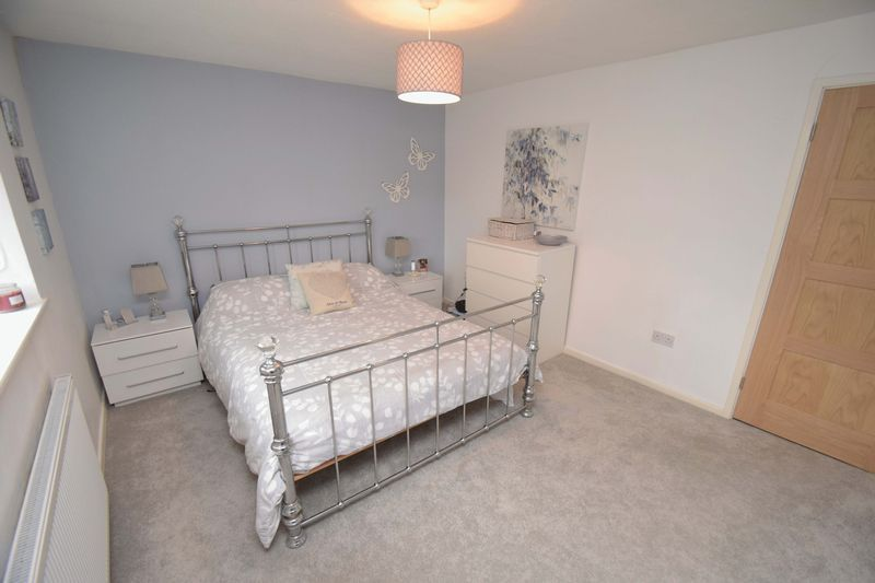 2 bed house for sale in Throckmorton Road  - Property Image 3
