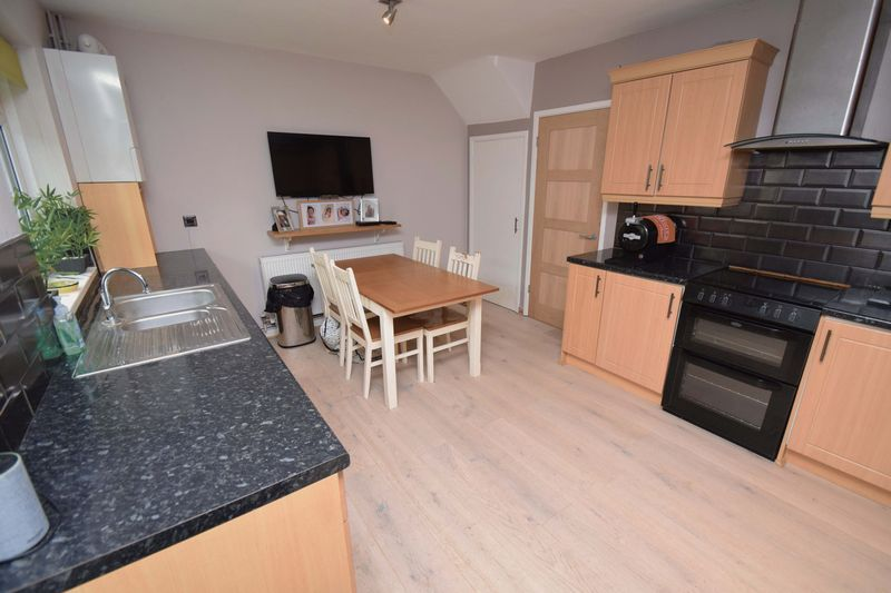 2 bed house for sale in Throckmorton Road 5