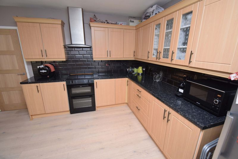 2 bed house for sale in Throckmorton Road 6
