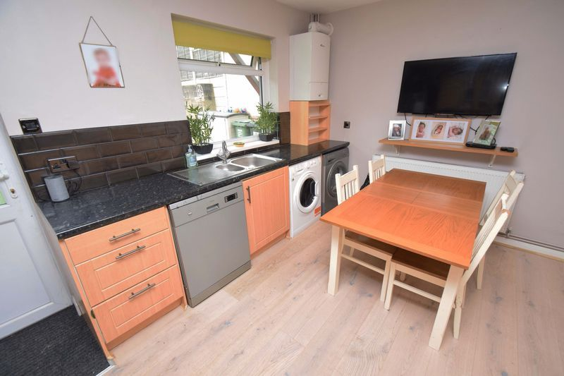 2 bed house for sale in Throckmorton Road 7