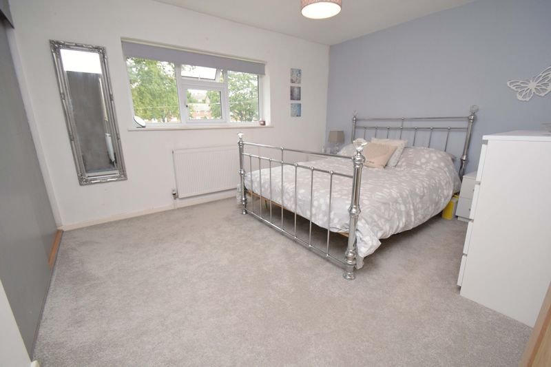 2 bed house for sale in Throckmorton Road  - Property Image 8