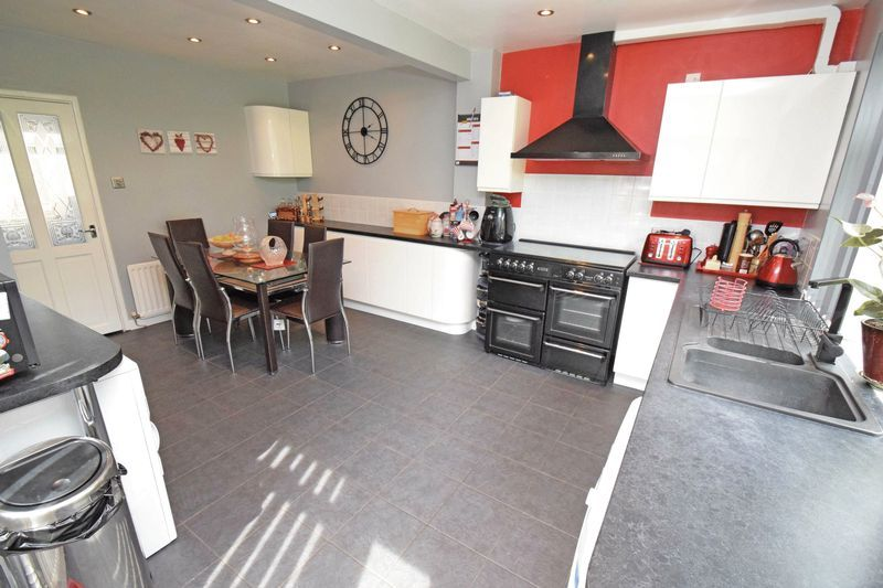 2 bed bungalow for sale in Gauden Road 3