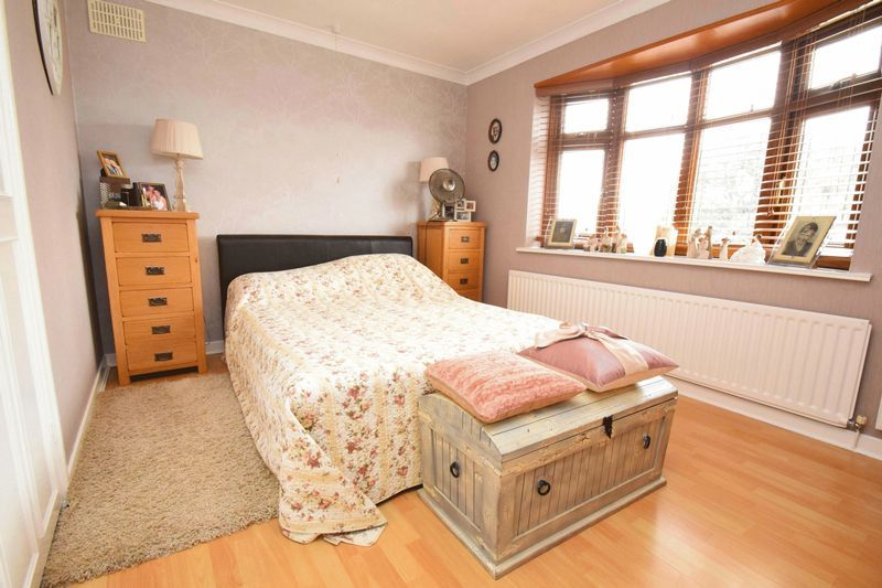 2 bed bungalow for sale in Gauden Road  - Property Image 5