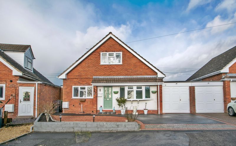 3 bed bungalow for sale in Foley Gardens 1