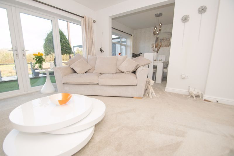 3 bed bungalow for sale in Foley Gardens  - Property Image 2