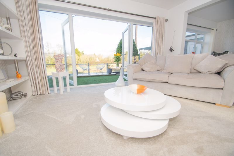3 bed bungalow for sale in Foley Gardens  - Property Image 3