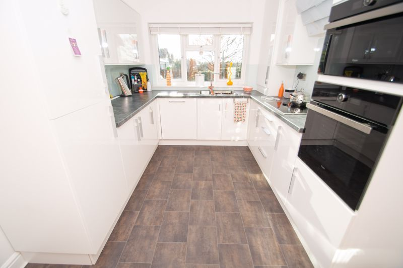 3 bed bungalow for sale in Foley Gardens 5