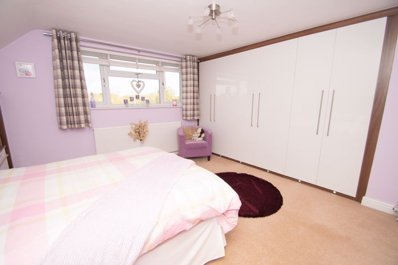 3 bed bungalow for sale in Foley Gardens  - Property Image 8