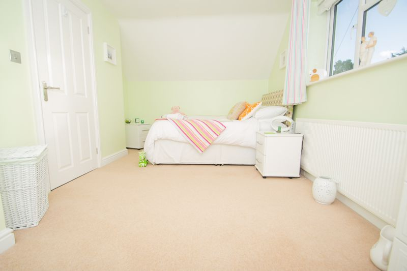 3 bed bungalow for sale in Foley Gardens 9