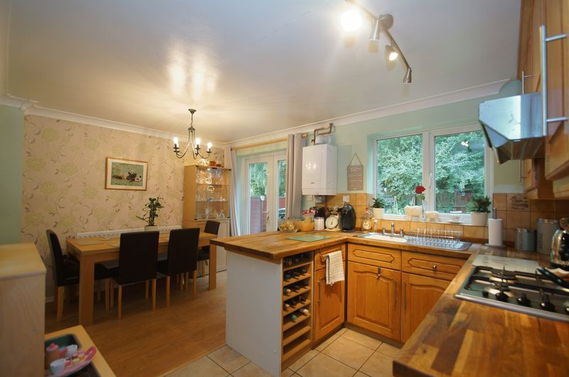 3 bed house for sale in Bascote Close 8