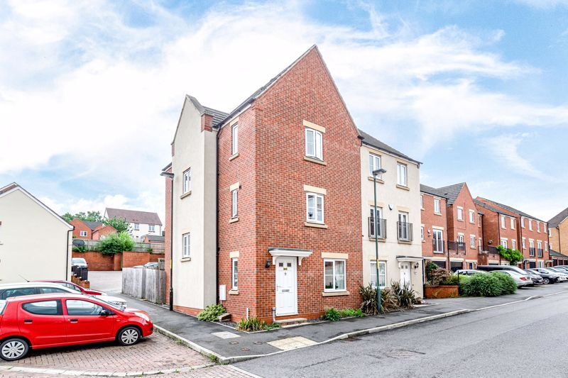 4 bed house for sale in Dixon Close  - Property Image 1