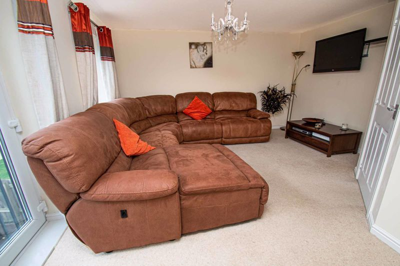 4 bed house for sale in Dixon Close 11