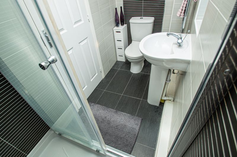 4 bed house for sale in Dixon Close 12