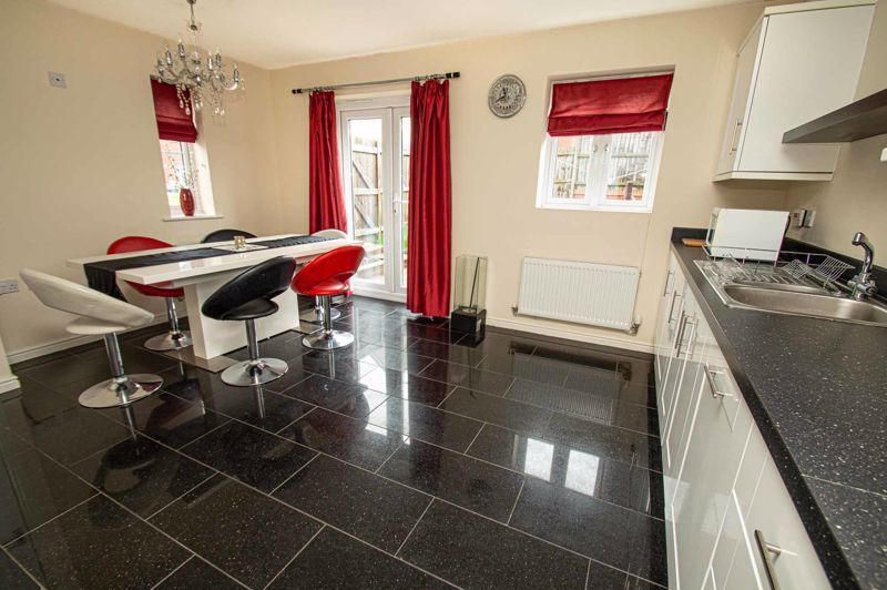 4 bed house for sale in Dixon Close  - Property Image 5