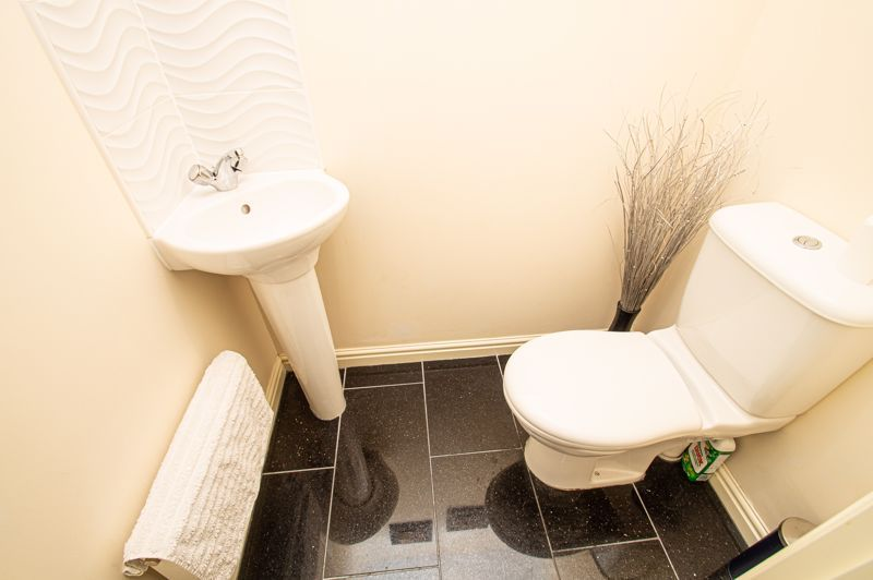 4 bed house for sale in Dixon Close  - Property Image 7
