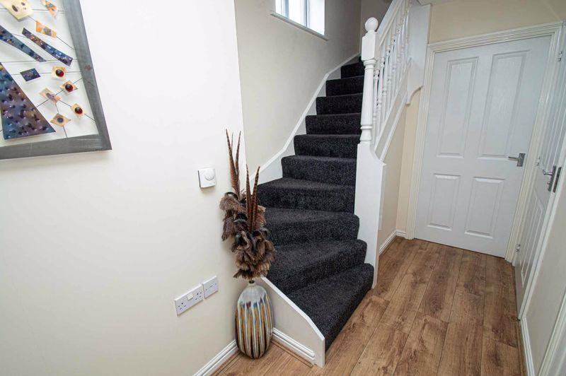 4 bed house for sale in Dixon Close 9
