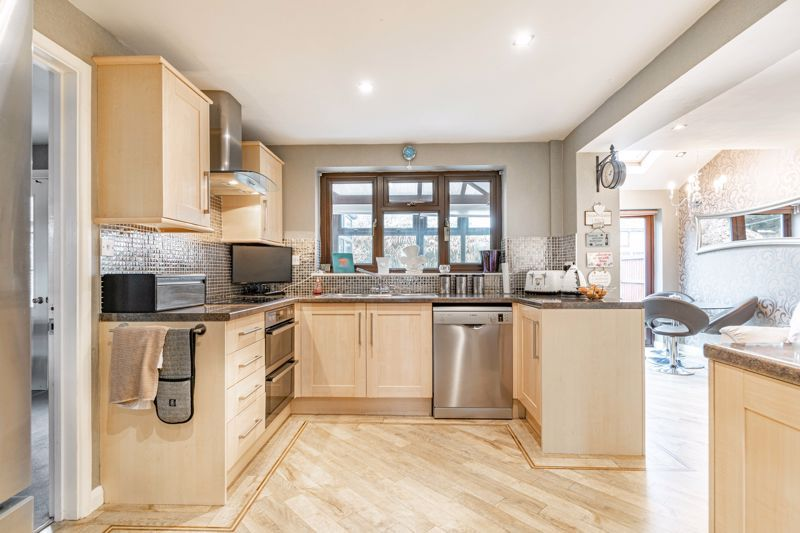 4 bed house for sale in Helmsley Close 3