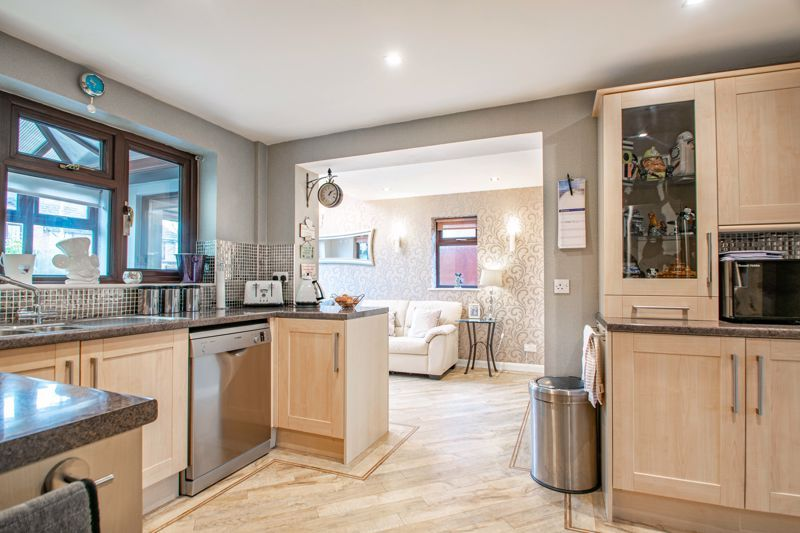 4 bed house for sale in Helmsley Close 4