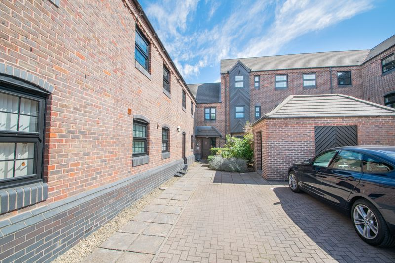2 bed flat for sale in Camellia Gardens 1