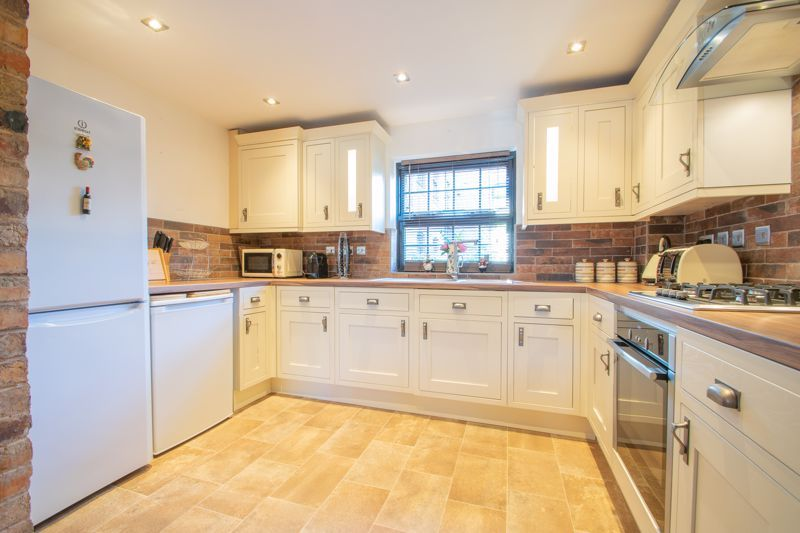 2 bed flat for sale in Camellia Gardens  - Property Image 2