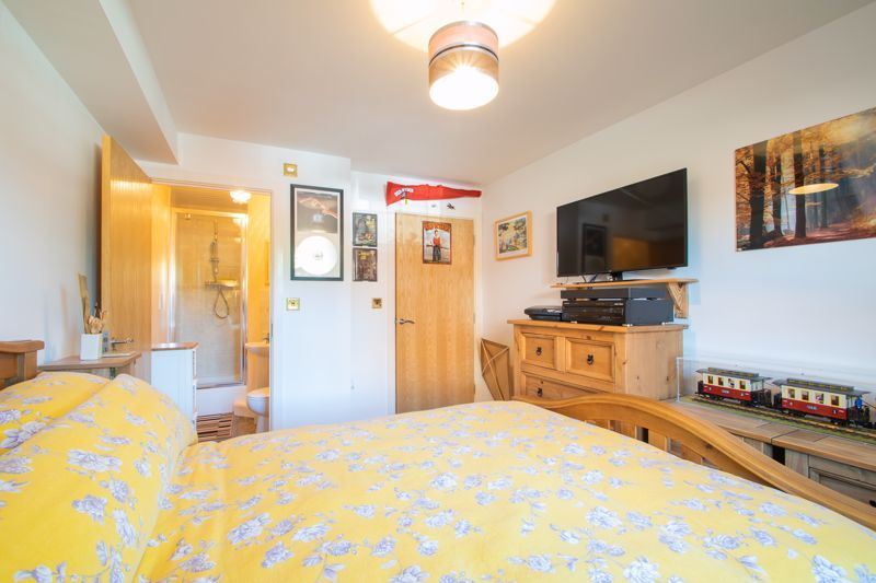 2 bed flat for sale in Camellia Gardens 11