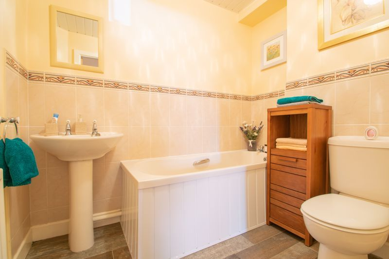 2 bed flat for sale in Camellia Gardens 14