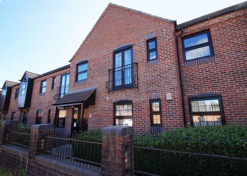 2 bed flat for sale in Camellia Gardens 15