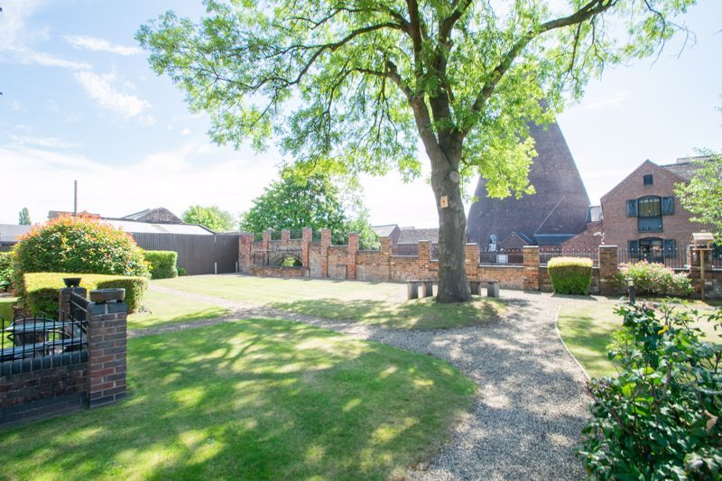2 bed flat for sale in Camellia Gardens  - Property Image 16