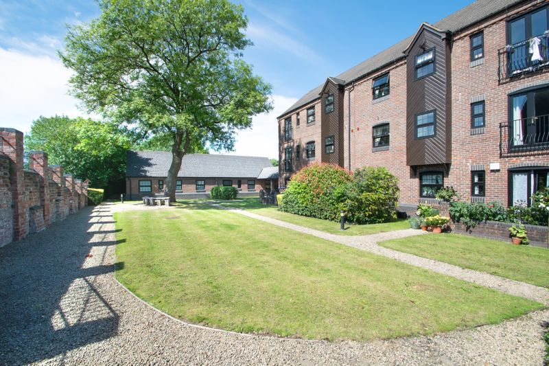 2 bed flat for sale in Camellia Gardens 18