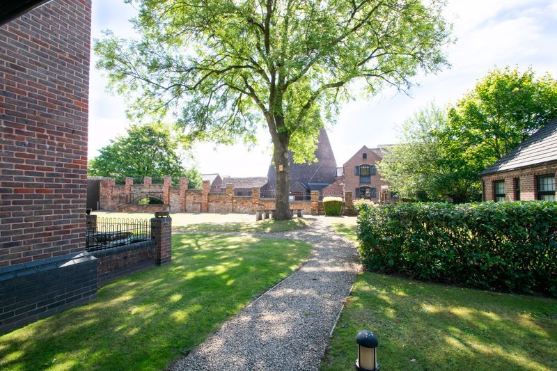 2 bed flat for sale in Camellia Gardens  - Property Image 20