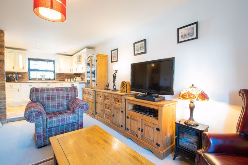 2 bed flat for sale in Camellia Gardens 5