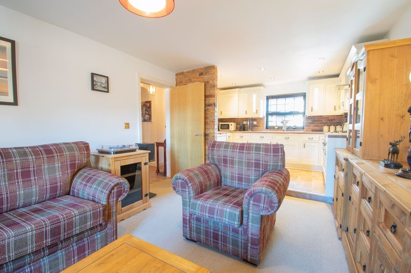 2 bed flat for sale in Camellia Gardens 6