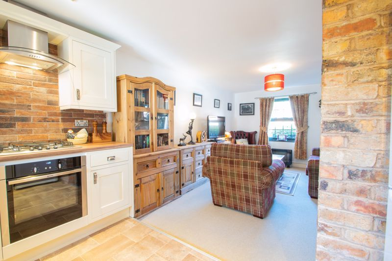 2 bed flat for sale in Camellia Gardens 7