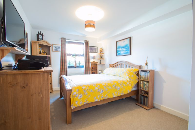 2 bed flat for sale in Camellia Gardens 10