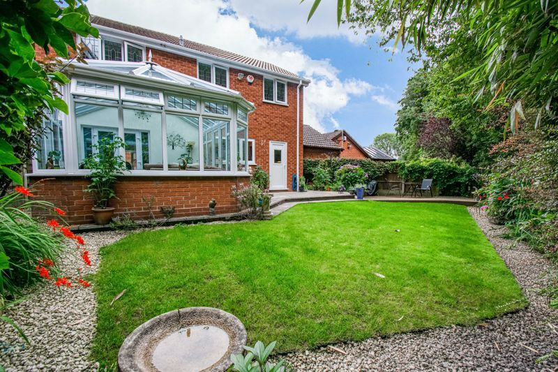 4 bed house for sale in Poplar Close 13