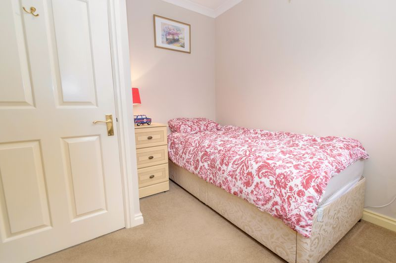 4 bed house for sale in Poplar Close 14