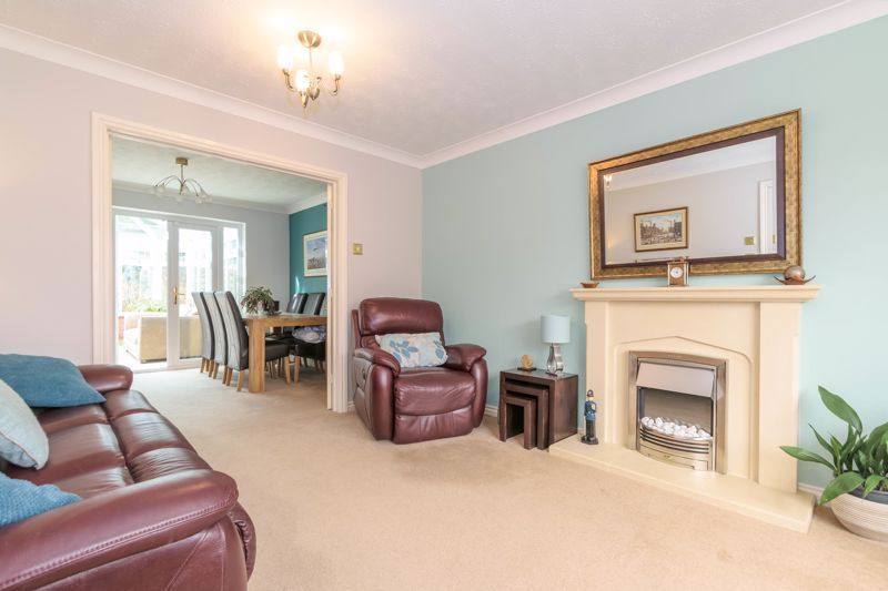 4 bed house for sale in Poplar Close 3