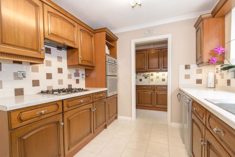 4 bed house for sale in Poplar Close 5