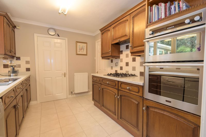 4 bed house for sale in Poplar Close 6