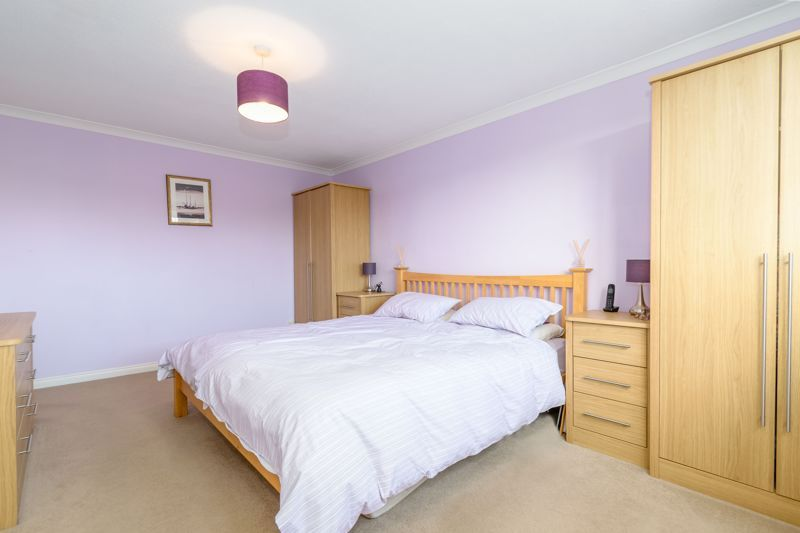 4 bed house for sale in Poplar Close  - Property Image 8