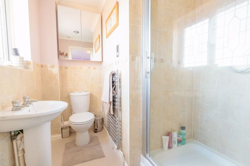 4 bed house for sale in Poplar Close 9