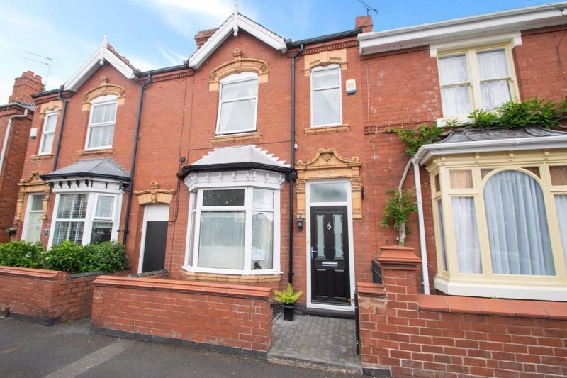 4 bed house for sale in Clark Street  - Property Image 2